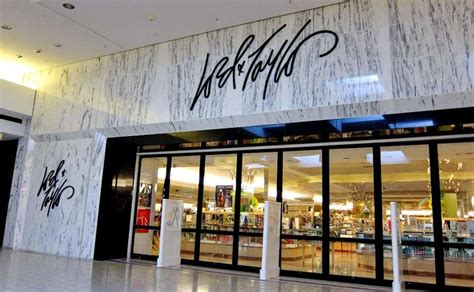 Lord & Taylor launching off-price store