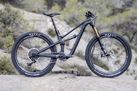 Women's Specific Geometry On The Canyon Spectral WMN CF