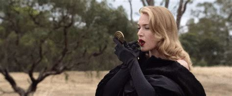 Yes No Maybe So: Kate Winslet IS The Dressmaker - Blog