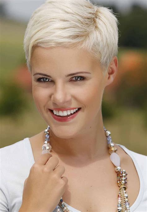 Short Haircuts For Blondes   HairStyles4