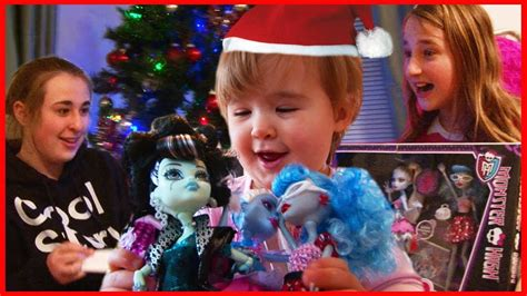 Kids Opening Christmas Presents - Monster High and iPad